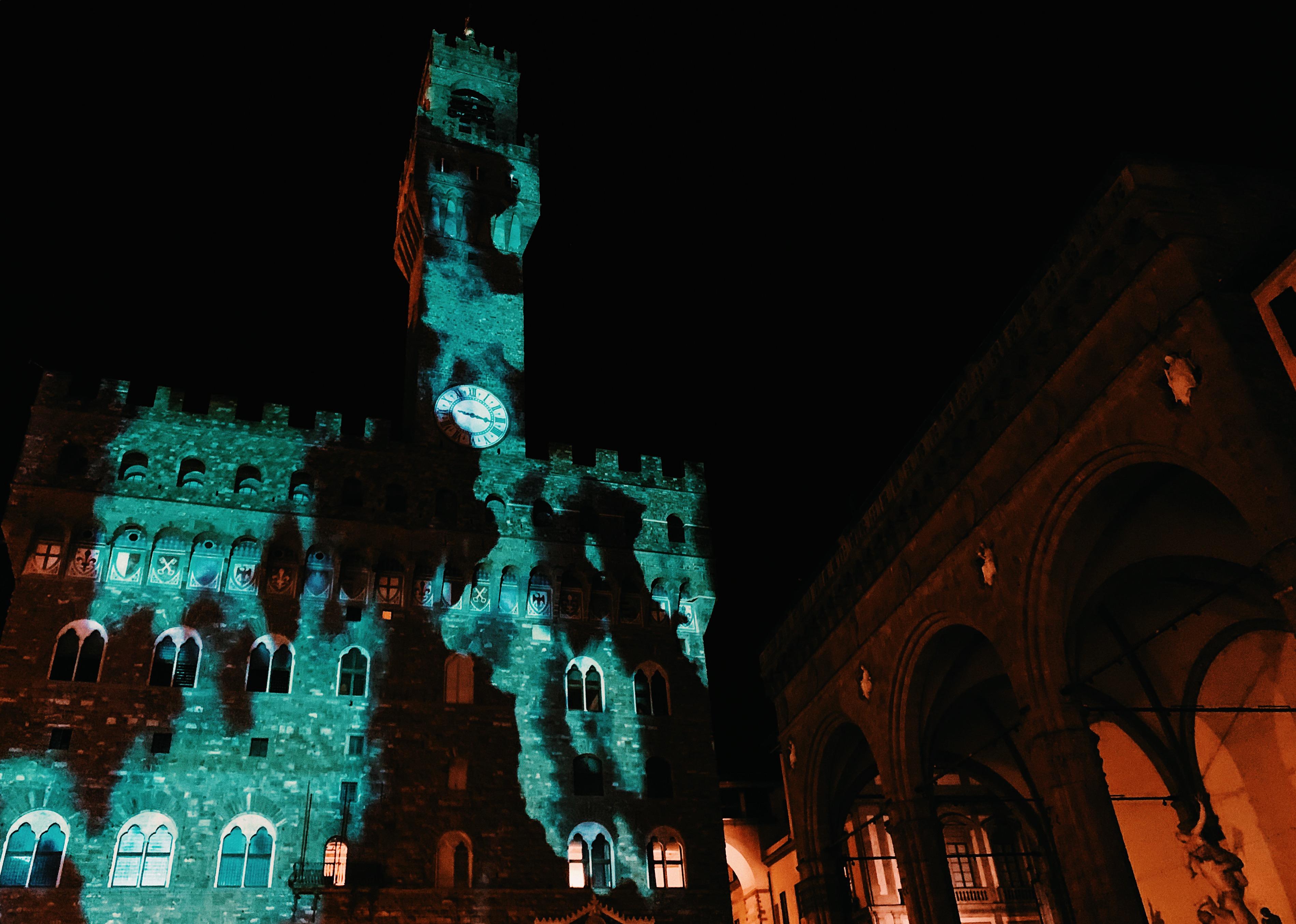Palazzo Vecchio illuminato in occasione delle celebrazioni per la fine dei lavori di restauro