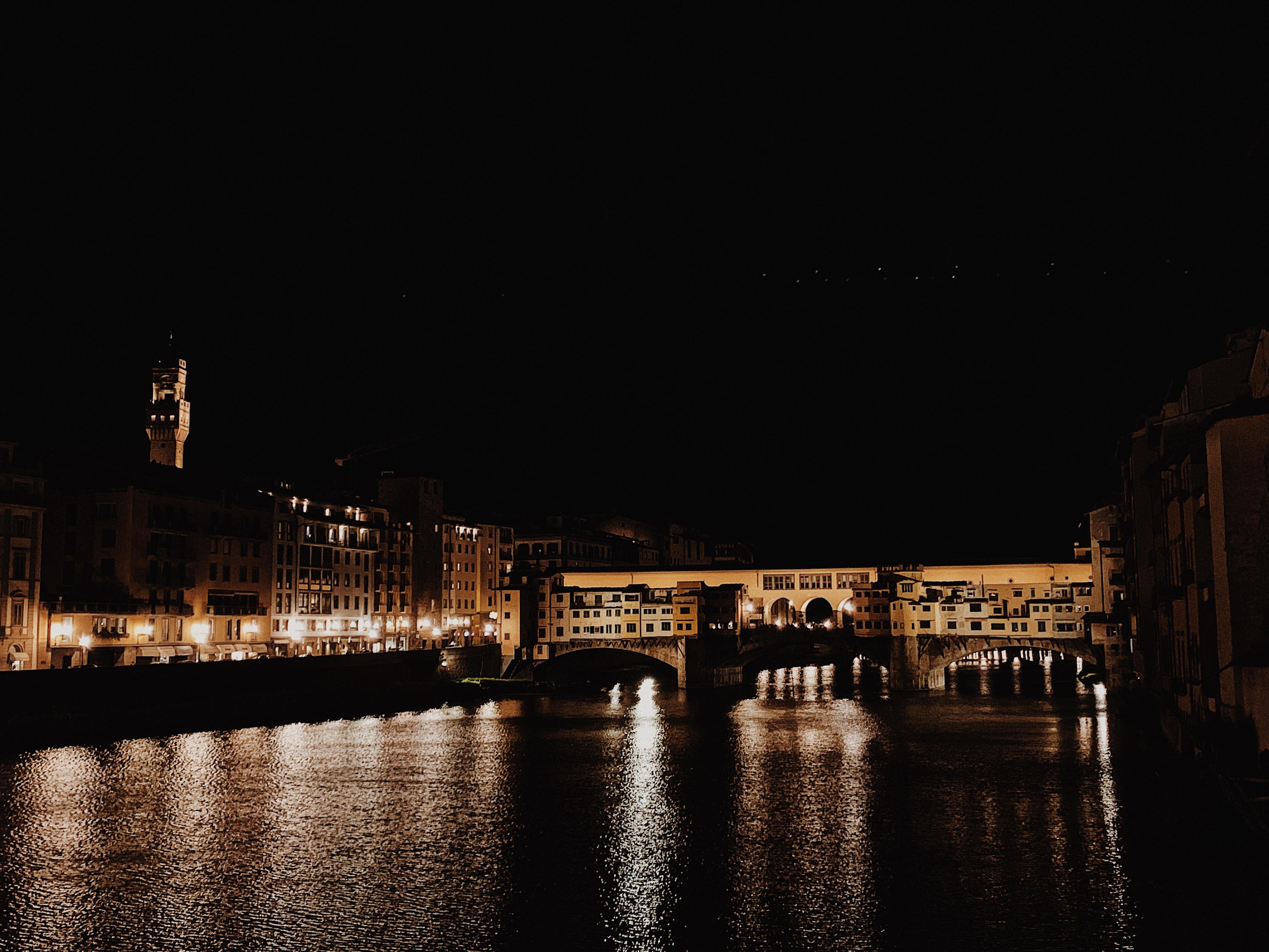 Vista notturna di Ponte Vecchio